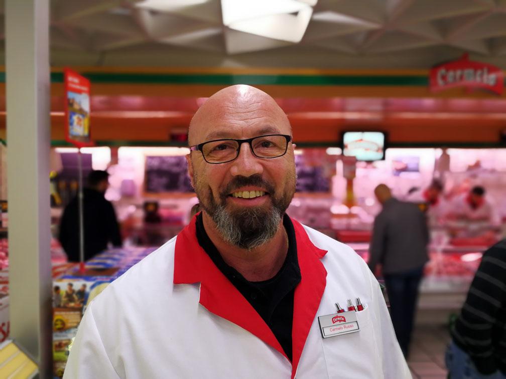 Steht dem/der Wettbewerbs-GewinnerIn als persönlicher Einkaufsberater zur Seite: Carmelo Russo, Chef des Carmelo Fleischshops.