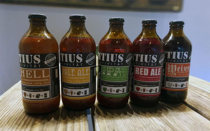 Biere für Kenner: St. Laurentius Hell, Pale Ale, Indian Pale Ale, Red Ale und Weizen. Dazu kommt die saisonale Kreation Orange-Weizen.