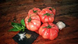 Zutaten der weissen Tomatensuppe.