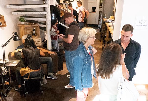 Andrang im Büffel Bill Delikatessen Store im Zürcher Niederdorf: Beratung, kostenlose Maniküre, Fleisch-, Gin- und Whisky-Tastings sowie heisse Rhythmen vom DJ lockten das Publikum.