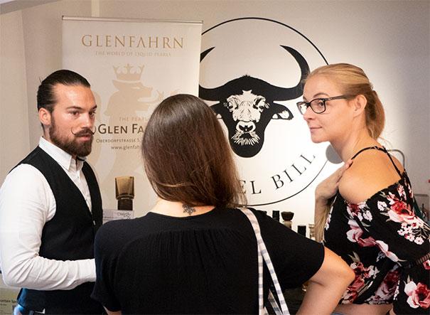 """Spirituosen-Spezialist Geoffrey - Glen Fahrn """"the Pearl"""" Zürich - verzauberte die Gäste mit edlem Whisky und Gin."""