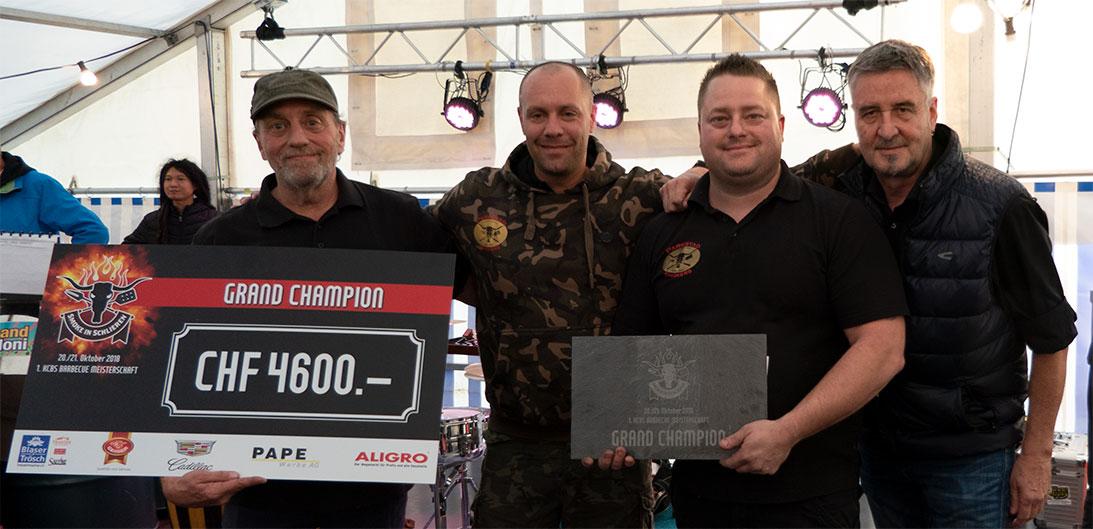 Grand Champion: Blaser+Trösch-Smoker-Spezialist Kuno Graber überreichte den Parkstad Smokers (NL) den Sieger-Check.