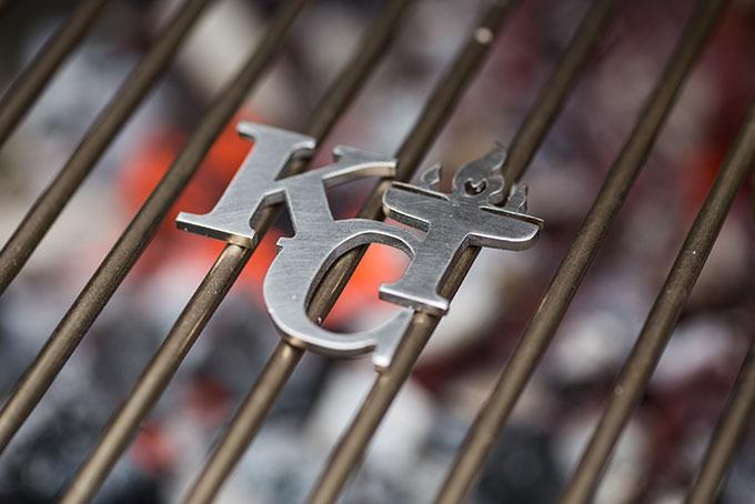 Das Branding-Logo auf dem KingCoal. Individuelle Logos sind ab CHF 129.- erhältlich.