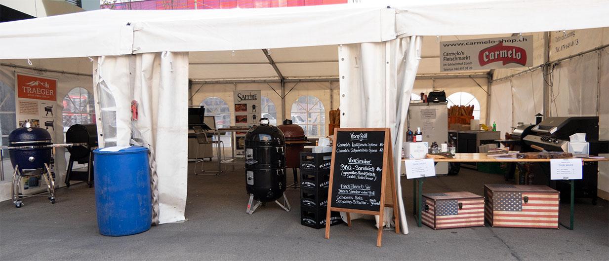 Ruhe vor dem Sturm: im Zelt von Blaser+Trösch und Carmelo's Fleischshop konnten sich die Besucher über die neusten Smoker informieren und kulinarisch verwöhnen lassen.