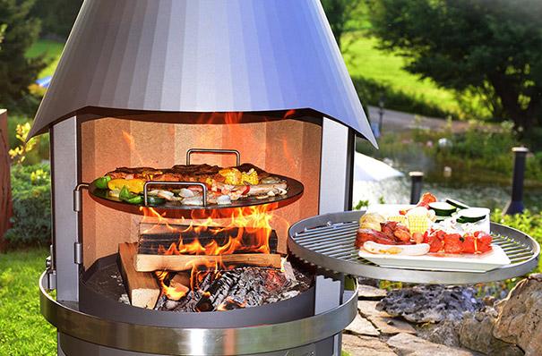 Schwenkbar: Steakpfanne und Grillrost